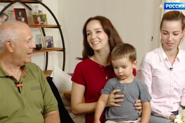 Валерия Ланская с отцом Александром, сводной сестрой Анастасией и сыном Артемием