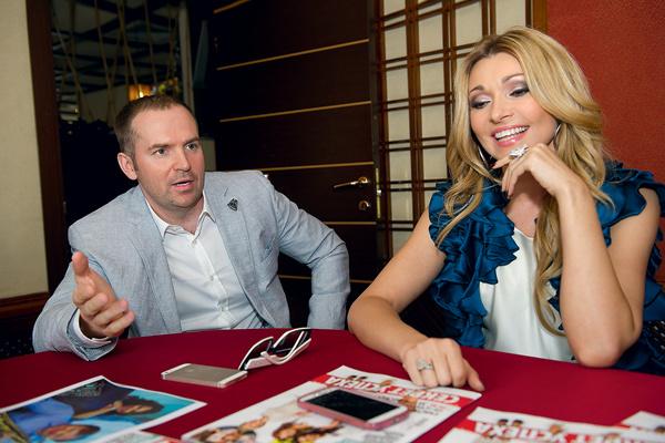 Сергей: «Анжелика, я слышал, у тебя с твоим новым мужчиной Анатолием все серьезно, – на этот раз обязательно составь контракт!»