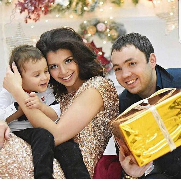 Александр с бывшей женой Алианой и сыном Робертом