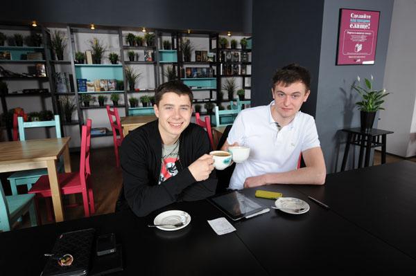 В StarHit cafe можно весело провести время за настольными играми и чтением книг
