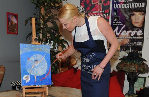 Анастасия Волочкова: Важный штрих - автограф автора картины