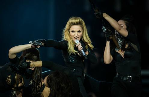 Мадонна на концерте в рамках своего тура MDNA