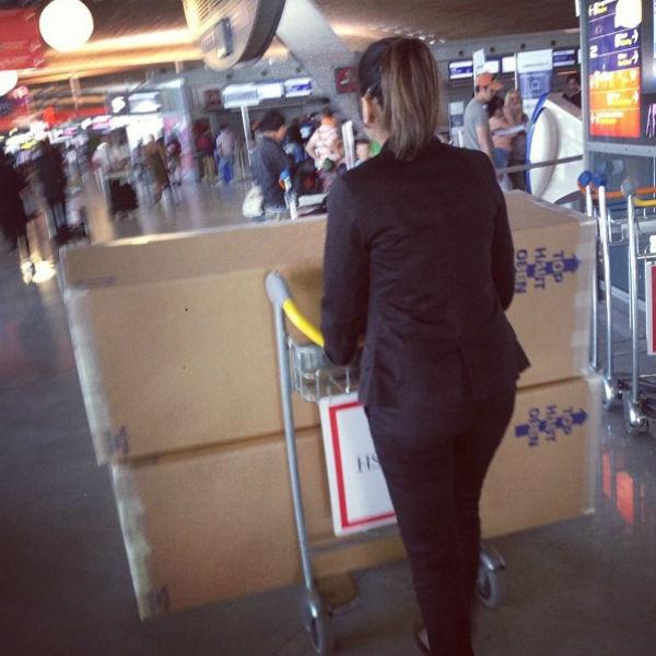«А вот и платье. Эта девушка была в шоке, когда увидела мой багаж», - подписала Кети опубликованный в соцсети снимок