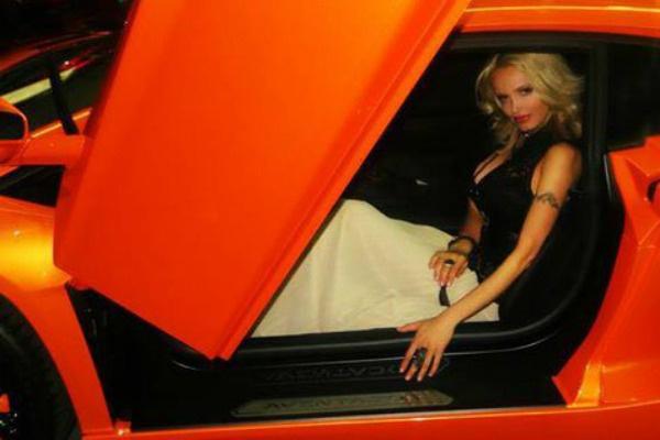 Гривковская обожает спорткары