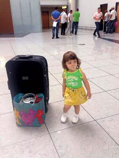 Муж почти сразу прилетел в Болгарию, чтобы помочь Анетте и 2-летней дочке Софии
