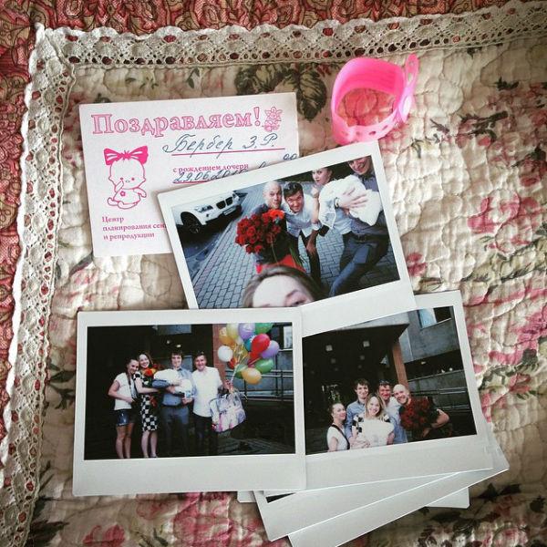 Актриса поделилась фотографиями с выписки из роддома, откуда забирали маленькую Надю