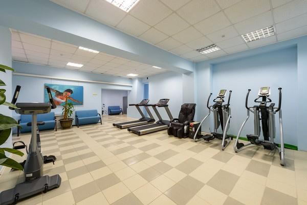 Тренажеры в спортивно-оздоровительном центре отеля