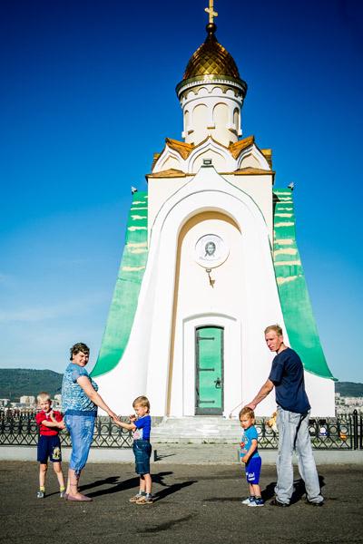 В часовне святого благоверного князя Александра Невского на Титовской сопке Настя молилась, узнав о болезни. Бог помог, теперь приходят сюда всей семьей хотя бы раз в неделю