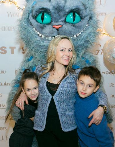 Мария Бутырская с дочкой Александрой и сыном Владиславом