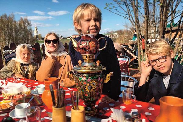 В этом году Пасху семья отметила в России