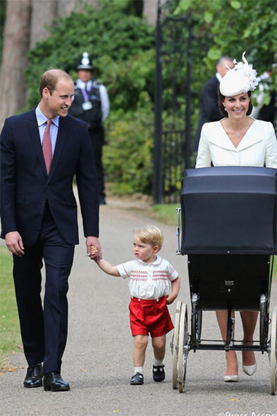 Королевская семья прибыла в церковь для обряда крещения Шарлотты