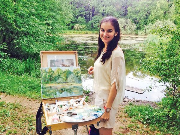 Елена стала художницей. Ей поступают заказы на портреты и пейзажи