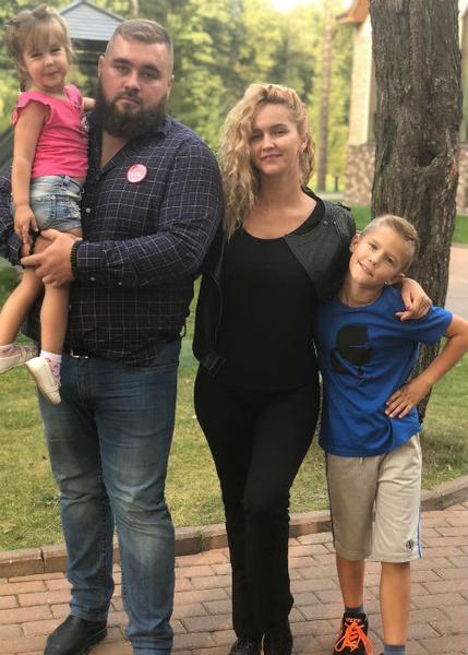 Алексей и Оксана Яковлевы с детьми