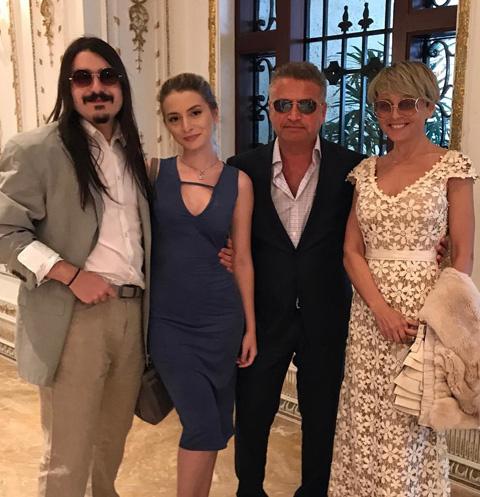 Анжелика Варум и Леонид Агутин на ужине с дочерью Лизой и ее бойфрендом Марком
