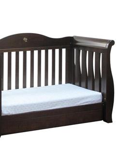 Английскую кроватку Boori Country (48 тыс.руб.), как у Гарри, покупают на вырост. Она сделана из уникальной австралийской древесины.
