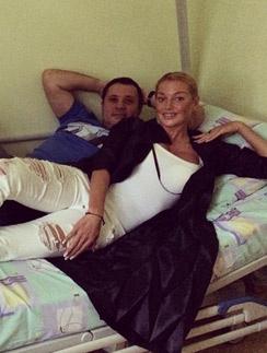 Анастасия поддерживает Бахтияра Салимова