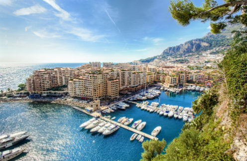 В Монако почти 40  тысяч человек, но на  княжеский праздник  пригласили лишь  коренных жителей