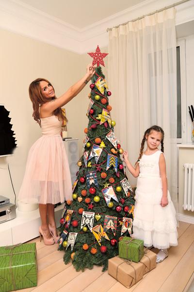 Водить хоровод вокруг елки Марина и Саша будут до Нового года – сам праздник семья отметит в теплых краях