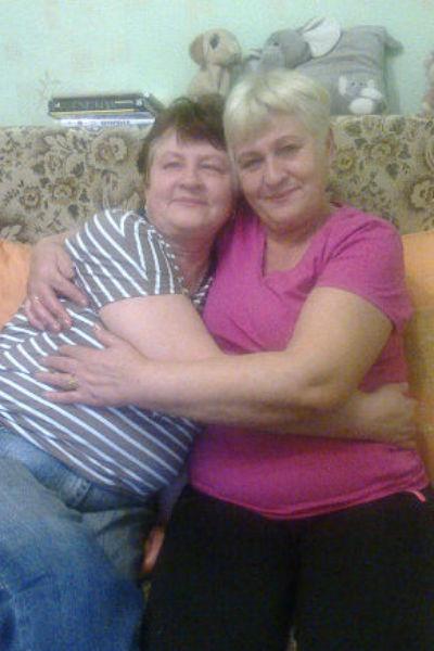Нина Ершова( на фото слева) в 60 лет узнала, что у нее есть сестра-близнец Елена( на фото справа)