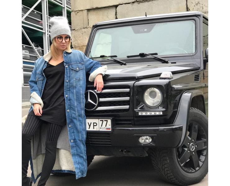 Анита Вяткина пока еще со своим авто