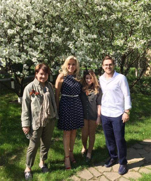 Галина Юдашкина в окружении родителей и мужа Петра Максакова