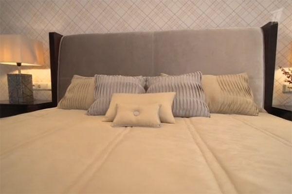 В небольшой уютной спальне появилась удобная кровать