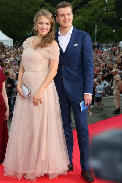 После появления на фестивале появились слухи о второй беременности артистки