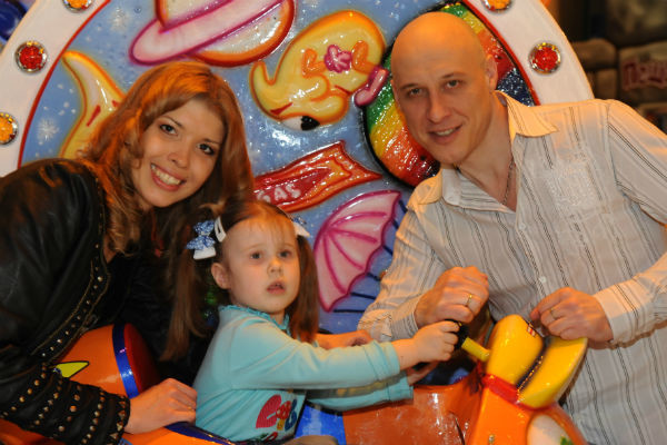 Денис Майданов с семьей