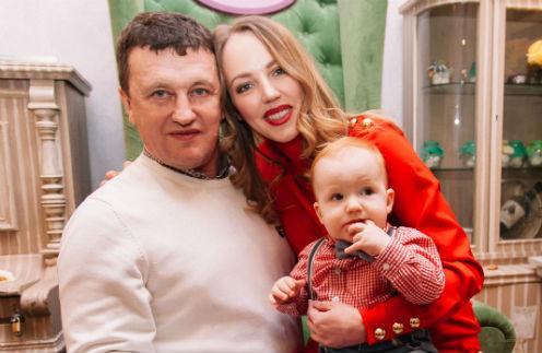 Галина Боб с супругом Сергеем Корягиным и сыном Левой