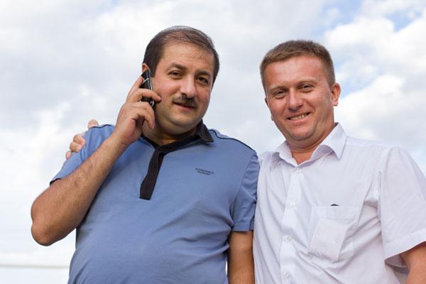 Дмитрий Николаенко (слева) и Геннадий Евсюков призывают помогать адресно