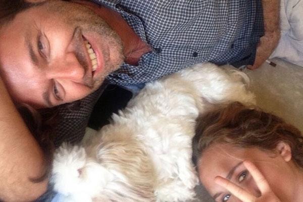 Дмитрий расслабляется на отдыхе с дочерью Стешей