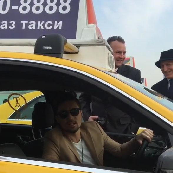 За руль авто с шашечками сел и Дима Билан