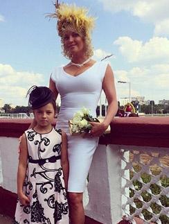 Анастасия Волочкова с дочерью Ариадной на скачках
