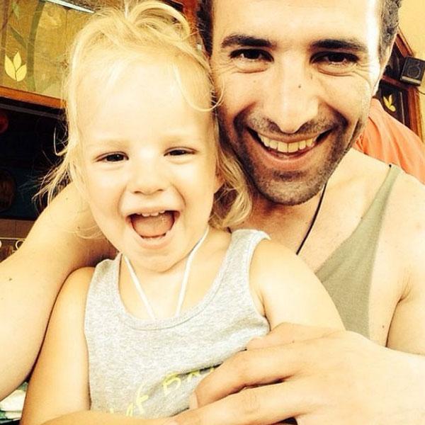 Илья Любимов на отдыхе с дочкой