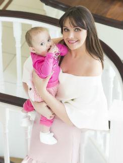 В июле 2013 года экс-«Мисс Вселенная» родила дочь Елизавету