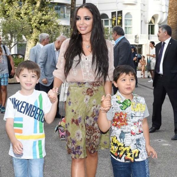 Лейла Алиева с сыновьями Али и Микаилом