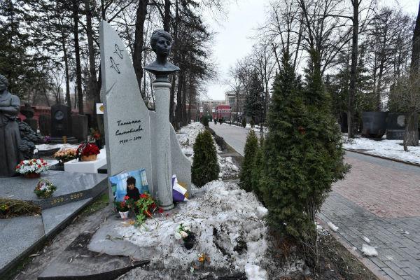 Над памятником на могиле Татьяны Самойловой работали опытные дизайнеры