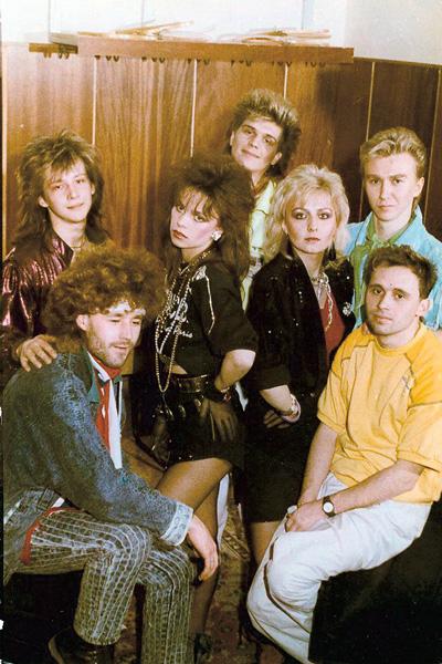 Вот так выглядел коллектив в 1989 году. Солистками были Салтыкова и Овсиенко. Слева на первом плане – Алексей Горбашов