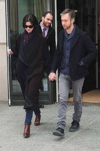 Энн Хэтэуэй и ее муж Адам Шульман