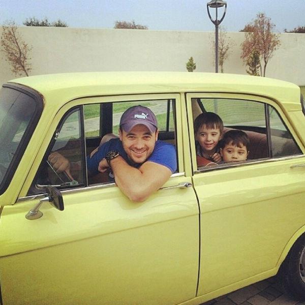 Сыновья обожают кататься с папой