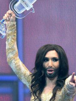 Победитель «Евровидения-2014» Том Нойвирт говорит, что по будням он – работающая женщина, а в выходные – ленивый молодой человек