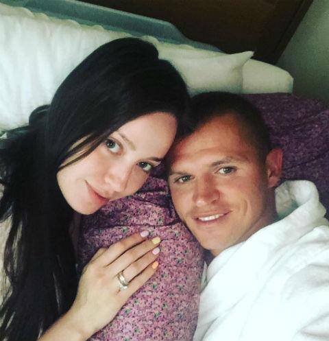 Дмитрий Тарасов навестил Анастасию Костенко в роддоме