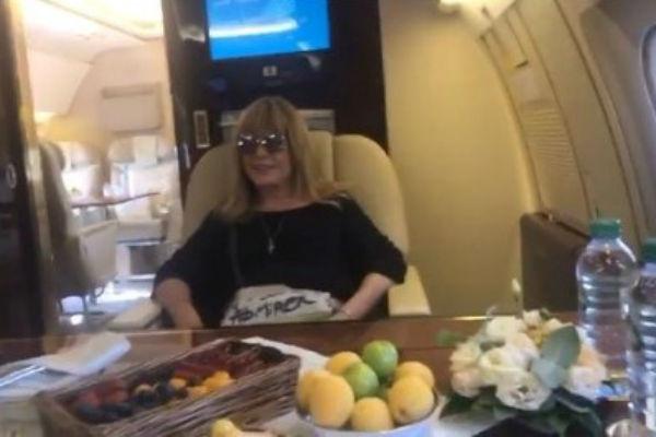 Алла Пугачева в салоне шикарного самолета