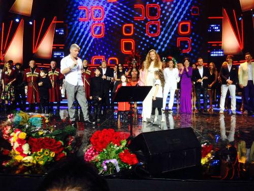 Ирина вместе с Лизой и Сандрой вышли на сцену
