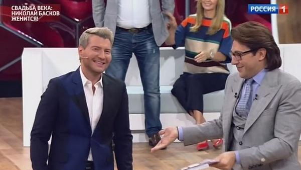 Николая Баскова встретили аплодисментами