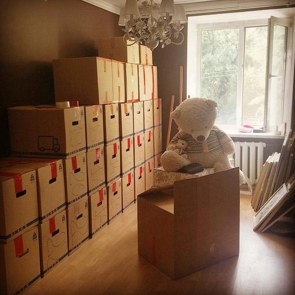 Виктория аккуратно сложила вещи, даже все коробки пронумерованы.