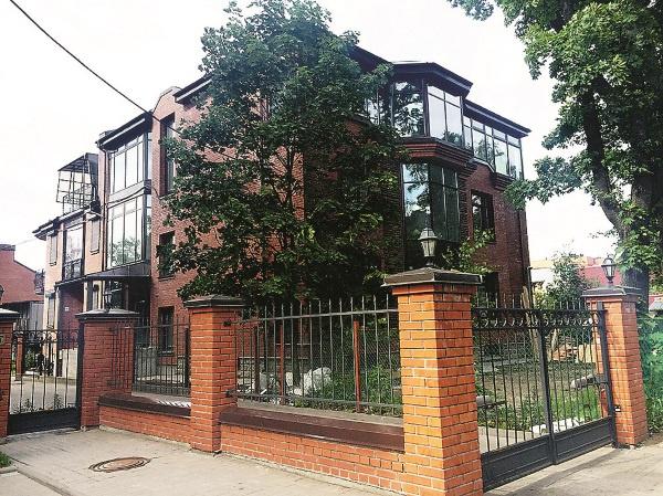 Особняк в Петербурге считается совместно нажитым имуществом супругов