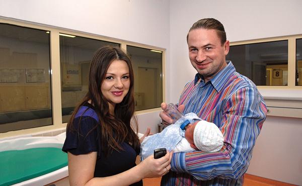 За два месяца до аварии вторая супруга, Юлия, подарила Геннадию дочку Лизу