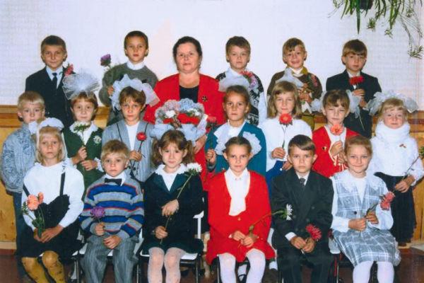 До девятого класса будущая звезда училась в городе Междуреченске