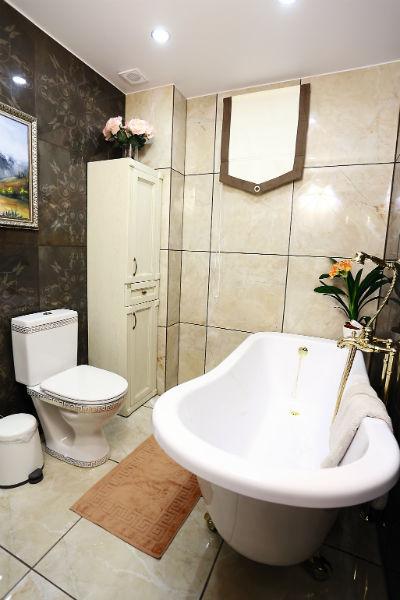 Сябитова позаботилась о том, что в отделке дома использовались только самые дорогие и качественные материалы